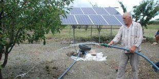 Güneş Enerjisi Sayesinde Kiraz Bahçesini Suluyor